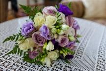 lila menyasszonyi csokor